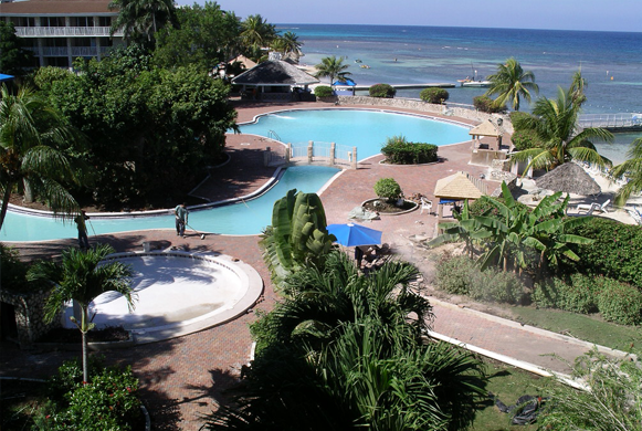Renovatie pooldeck Holiday Inn Sunspree Hotel Montego Bay